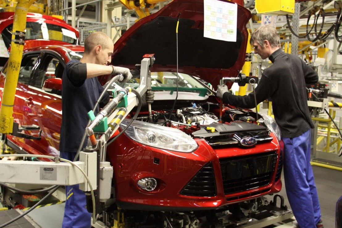 2011-Ford-Focus-assembly-line